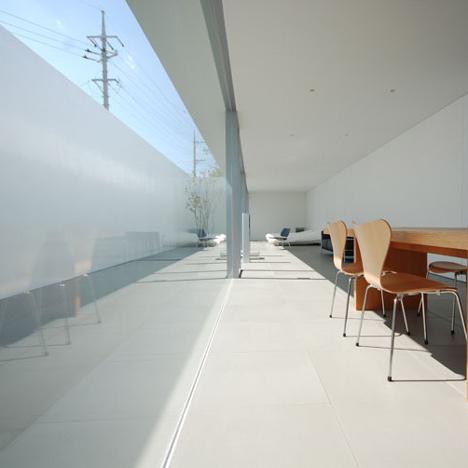 Minimalist House by Shinichi Ogawa & Associates
