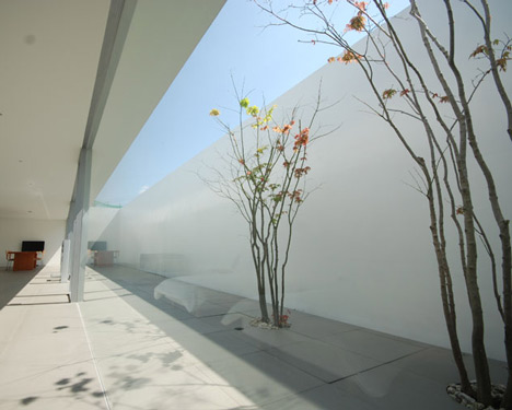 Minimalist House by Shinichi Ogawa & Associates