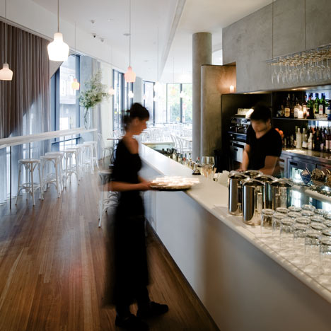 Roslyn Street Bar and Restaurant by Durbach Block Architects