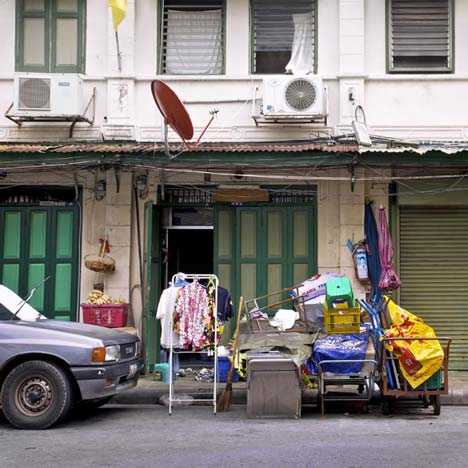 Shophouses – 4 x 8 m Bangkok by Peter Nitsch