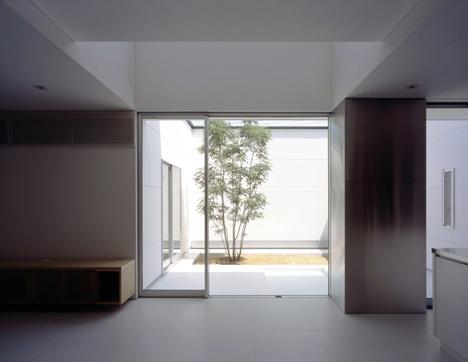 House with Tiny Pool by Shunichiro Ninomiy