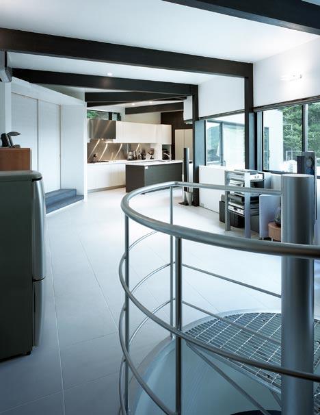 Lifted House by Masato Sekiya