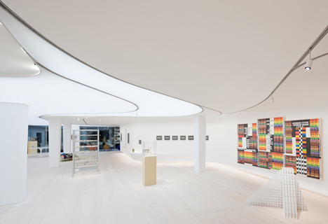 Living with Books and Art by UN Studio