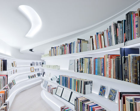 Living with Books and Art by UNStudio