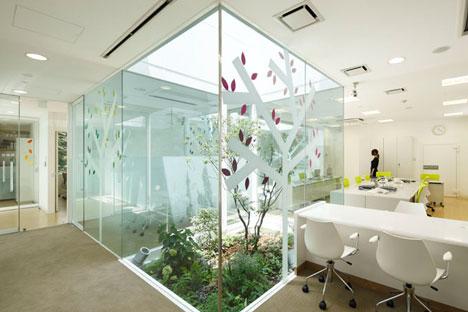 Sugamo Shinkin Bank by Emmanuelle Moureaux
