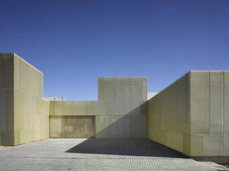 Health Care Centers in Madrid by Estudio Entresitio