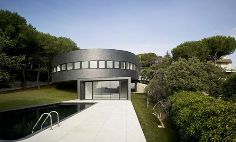 360 House by Subarquitectura