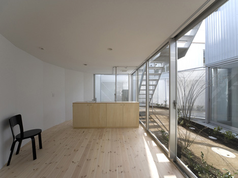 Apartment in Kamitakada by Takeshi Yamagata Architects