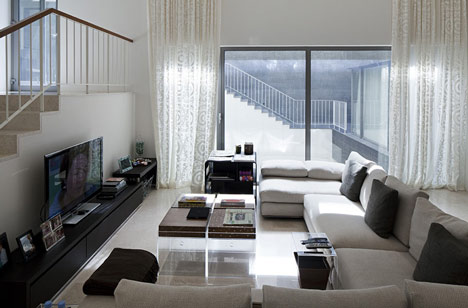 architecture world black white house by agi architects. Black Bedroom Furniture Sets. Home Design Ideas