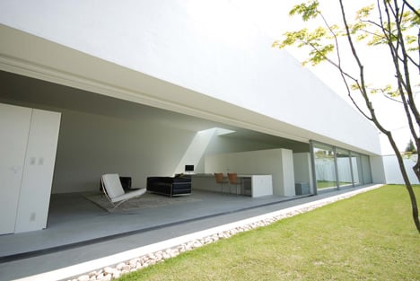 Warehouse by Shinichi Ogawa Associates
