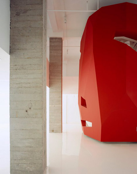 A Red Object by 3GATTI Architecture Studio