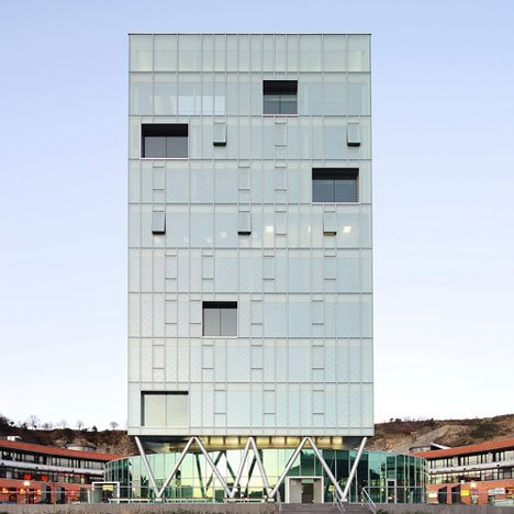 Zaisa Office Tower by Hoz Fontán Arquitectos