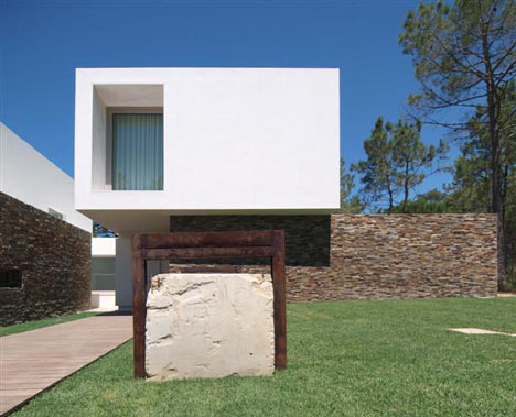 House in Meco by Jorge Mealha Arquitecto
