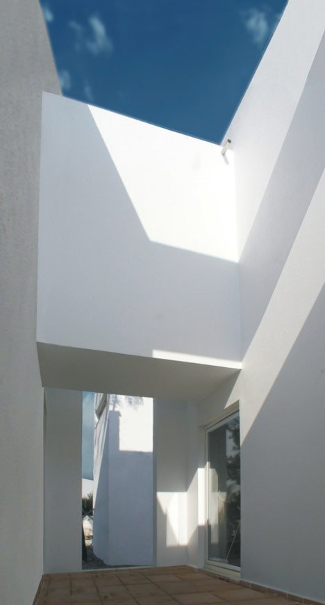 House in Troia by Jorge Mealha Arquitecto