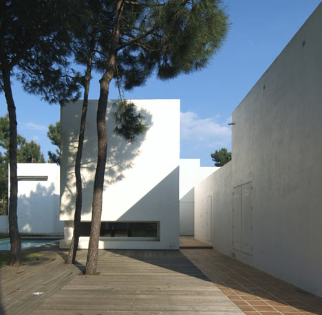 House in Tróia by Jorge Mealha Arquitecto