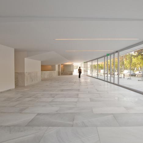 Paraninfo de la Universidad del País Vasco by Álvaro Siza
