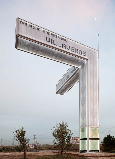 Totem de dos by Brut Deluxe Architecture Design