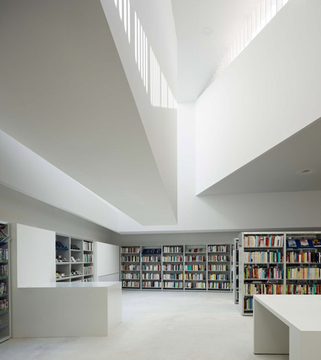 Mediatheque d'Anzin by Dominique Coulon and Associes