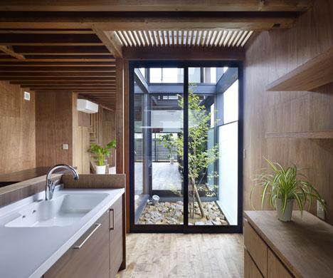 Ogaki House by Katsutoshi Sasaki and Associates
