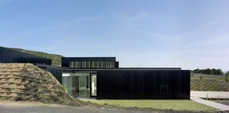 Funeral Home and Garden in Pinoso by Cor