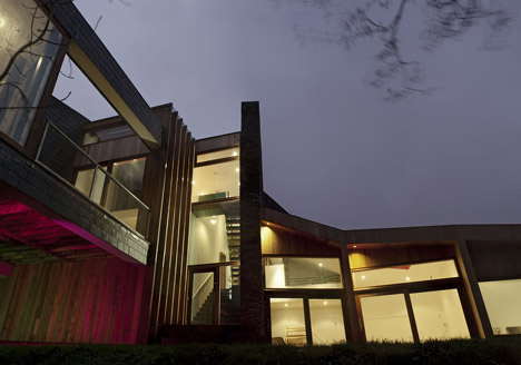 Ty Hedfan by Featherstone Young Architects