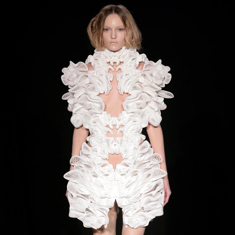 Escapism by Daniel Widrig, Iris van Herpen and .MGX by Materialise