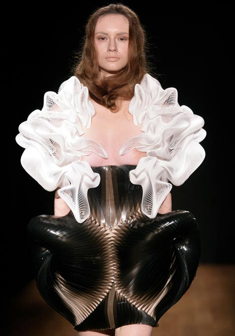 Escapism by Daniel Widrig and Iris van Herpen