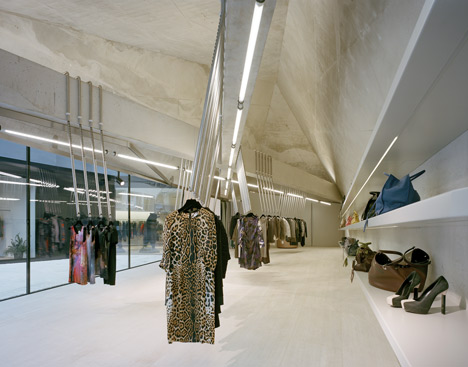Foeger Woman Pure by Pedrocchi Architekten