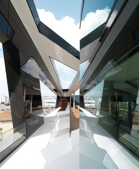 MP09 Black Panther by GS Architects