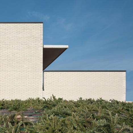 Medical Centre by Doblee Architects