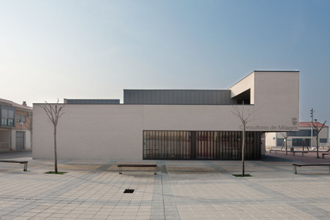 Medical Centre in Milagro by Doblee Architects