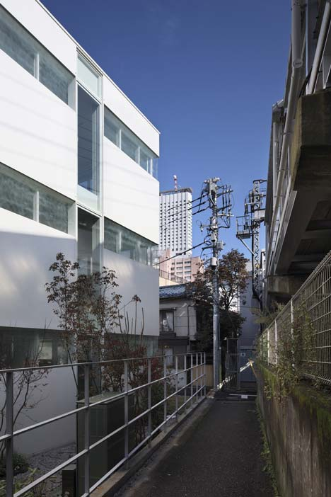 Office building by Takeshi Hosaka Architects