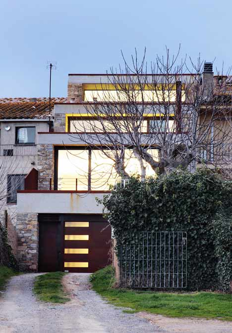 House in Casavells by 05 AM arquitectura