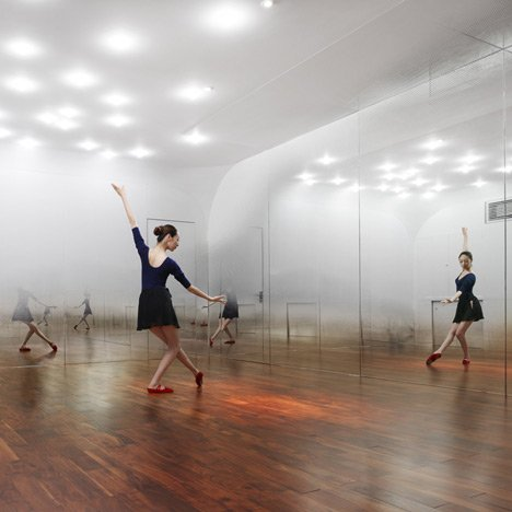 ANZAS Dance Studio by Tsutsumi and Associates