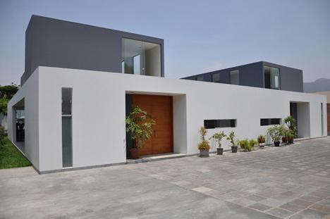 KH DH House by Vladimir Kalinowski
