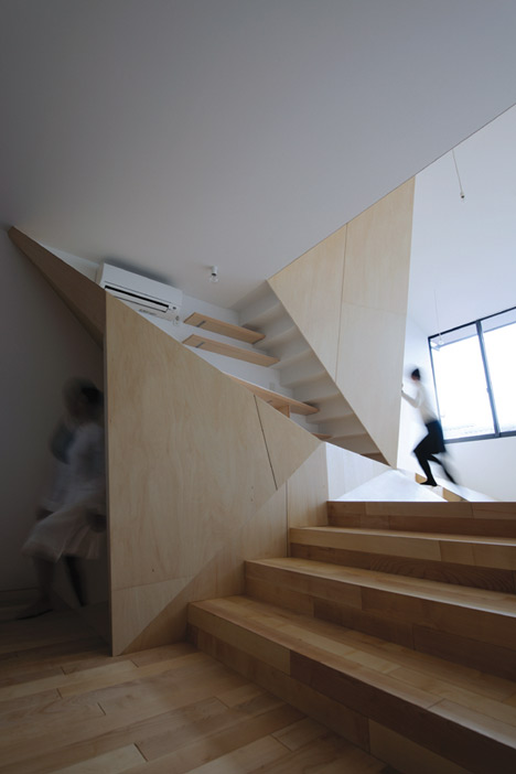 New Kyoto Town House by ALPHAville
