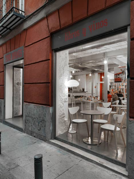 Book-and-Coffeshop-in-Madrid-bu-MYCC