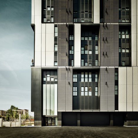 Social Housing Tower in Plaza Europa by R+B Arqts