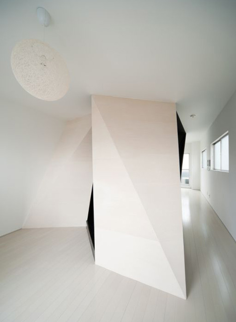 Cell + wood/fabric by Sugawaradaisuke