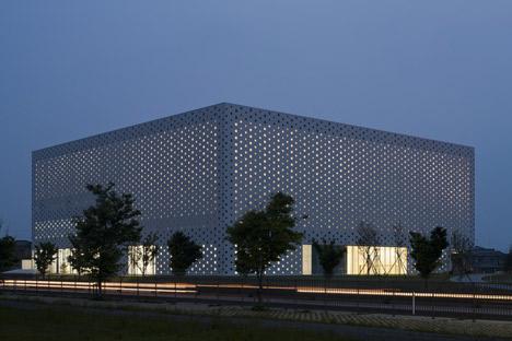 Kanazawa Umimirai Library by Coelacanth K&H Architects