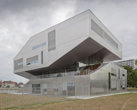 Neighbourhood Centre by Colboc Franzen & Associés