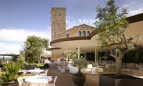 Castell d'Emporda by Concrete