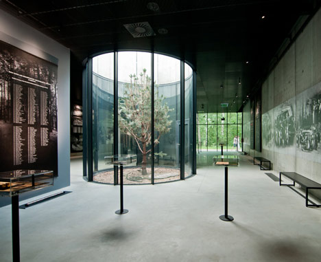 Museum in Palmiry by WXCA
