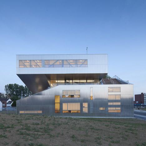 Neighbourhood Centre by Colboc Franzen & Associés
