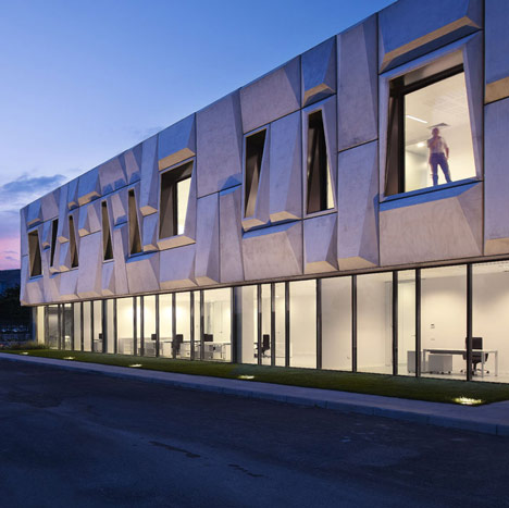 Office Building and Logistic Centre by Modostudio