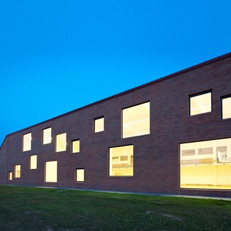 Community centre by MARP and Dévényi és Társa