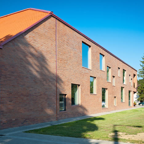 Community centre by MARP and Devenyi es Tarsa