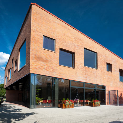 Community centre by MARP and Devenyi es Tarsa