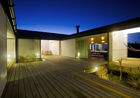 Diamond Beach House by Bourne Blue Architecture
