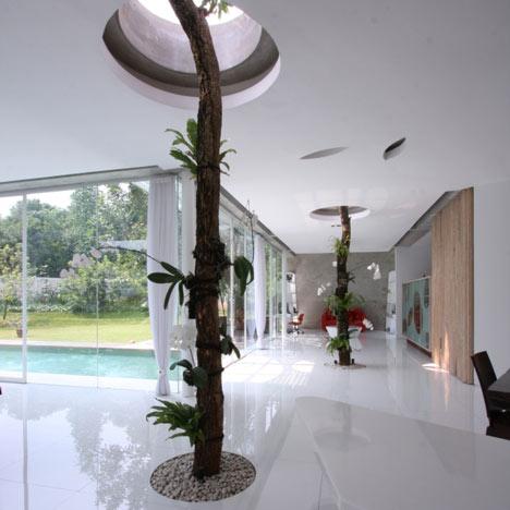 R-House by Budi Pradono